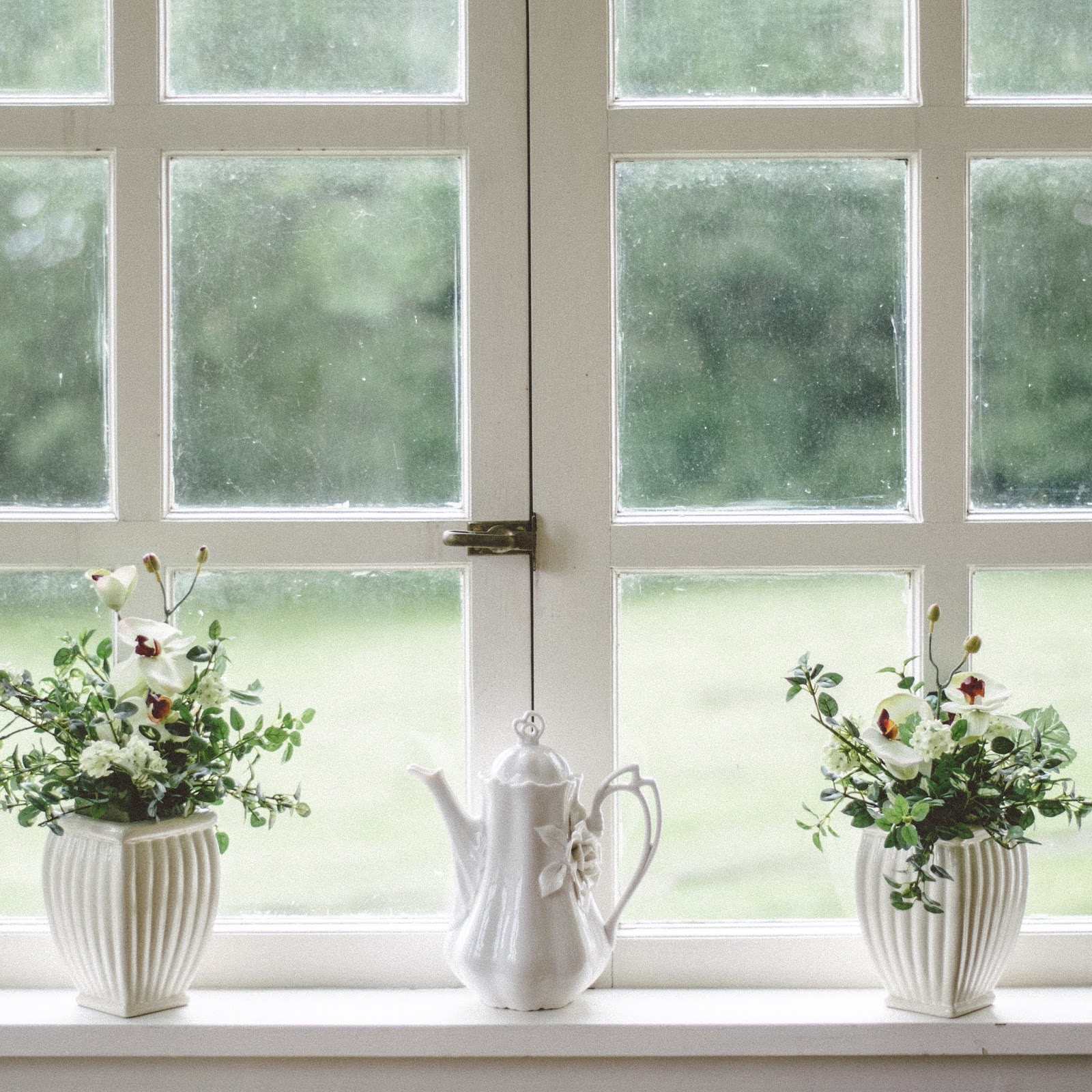 10 Ways to Use Old Windows in Your Décor