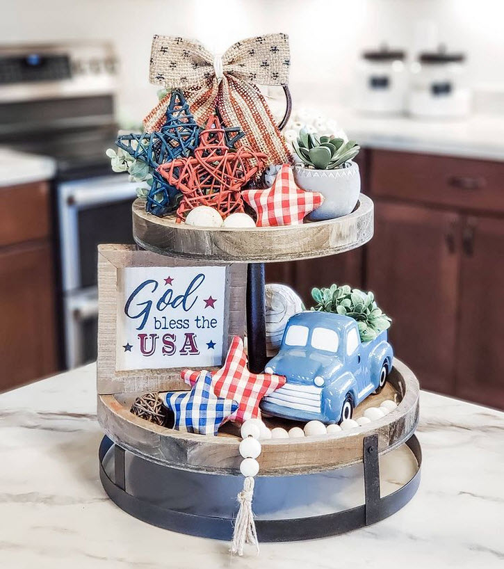Country style 4th of July decor on a 2-tier tray