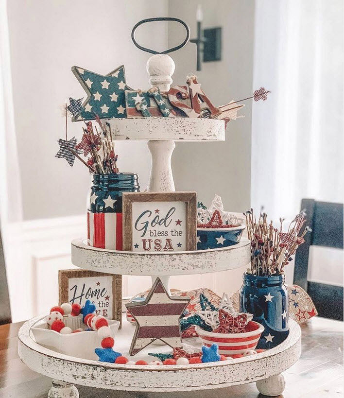 4th of July decor on a distressed white tray